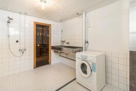 Käytännöllinen pesu- ja pyykkihuone