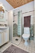 yläkerraan wc, jossa suihku