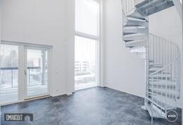 Rakentajan aiempaa tuotantoa. Huoneistoissa upeat korkeat ikkunat!