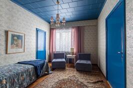 Sinisävyinen huone
