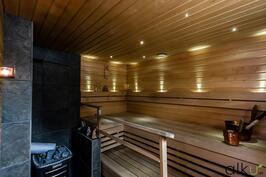 Tunnelmalliseen saunaan mahtuu useampi kylpijä