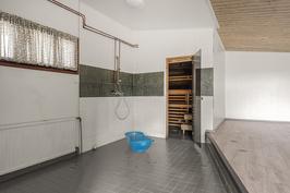 Kylpyhuone+entinen allashuone