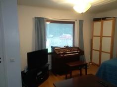 Makuuhuone (ikkuna itään)