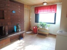 Alakerrassa saunaosaston takkahuone