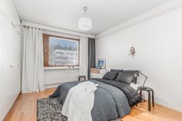 Erittäin iso makuuhuone