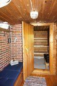 Pukuhuone ennen mökin saunaa