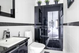 Kylpyhuone, yläkerta
