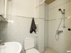 Yläkerran kylpyhuone - Badrum i övre våningen