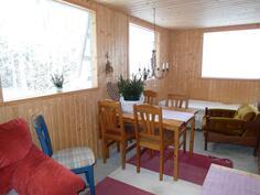 Talon takakuisti toimii kesähuoneena ja viihtyisänä terassina