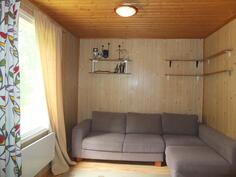 ..ja makuuhuone jatkuu nykyisin avoimena tilana olohuoneeseen