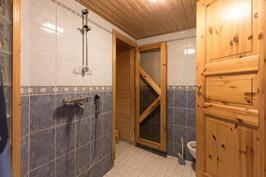 Kylpyhuone alakerta