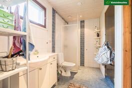 Kylpyhuone on remontoitu 2004