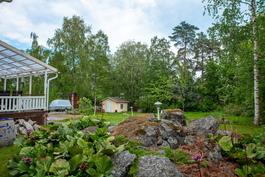 Suojaisa puutarhatontti 1 260 m2