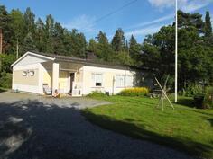 Talo sijaitsee Keuruun keskustasta vain n. kilometrin päässä