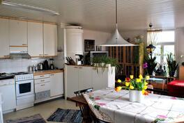 Alakerran keittiö/tupa