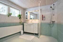 kylpyhuone    Aninkainen.fi/Raisio,Kiinteistövälitys. Merja Hakala puh. 040 840 6627