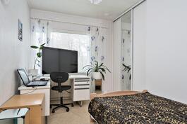 makuuhuone 2    Aninkainen.fi/Raisio,Kiinteistövälitys. Merja Hakala puh. 040 840 6627