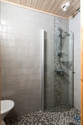 Alakerran wc:n suihku
