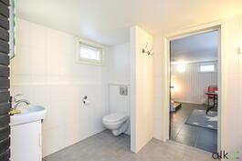 Kylpyhuonetilassa on myös kodin toinen Wc.