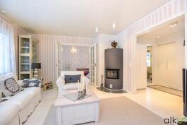 Aivan upeassa olohuoneessa värien harmonia luo kodikkuuden tunnetta.