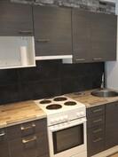 Keittonurkkauksen kaapistot on uusittu runkoineen ja tasoineen v. 2013.