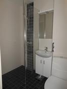 Täysin uusittu kylpyhuone