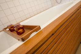 Yläkerran kylpyhuoneen amme