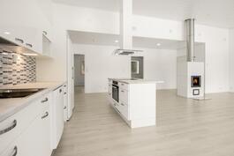 Avara keittiö/olohuone