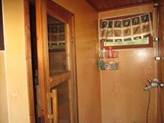 Pesuhuoneesta löytyy paikka myös pyykkikoneelle
