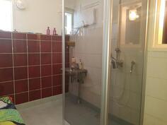 Kylpyhuone, seinät betonia