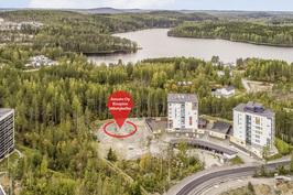 Mäntykallio sijaitsee Saaristokaupungissa Kaivannonlahden asuinalueella.