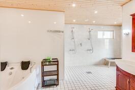 Kylpyhuone/wc/sauna
