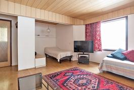 MH4 / pienen puolen olohuone, jossa alkovi