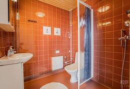 Ateljeen kylpyhuone