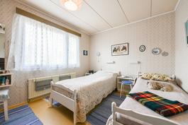 Makuuhuone 1 / Sovrum 1