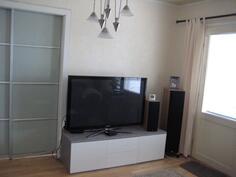 Keskikerroksen tv-huone