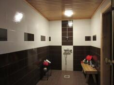 ... v.2013 uusitussa kylpyhuoneessa on myös lattialämmitys ja vedeneristys!