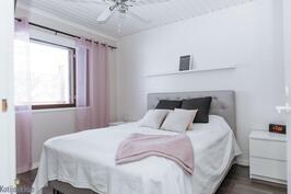 Alkuperäisen puolen makuuhuone