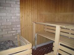 Uusittu sauna taloyhtiössä.
