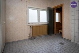 Pesuhuoneen voisi muuttaa kodinhoitohuoneeksi