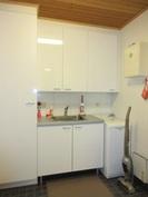 Kodinhoitohuone on myös mm. kalusteineen ja lämminvesivaraajineen uusittu v.-11!