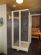 Talon v.-11 remontoidussa laatoitetussa kylpyhuoneessa mm. lattialämmitys, vedeneristys ja ...