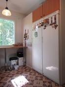 keittiössä jääkaappi ja pakastinkaappi