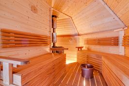 Kodan tunnelmallinen ja iso saunatila