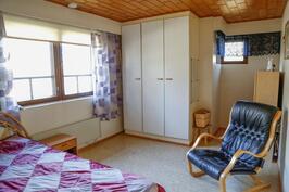 ... ja tässä yläkerran toinen makuuhuone