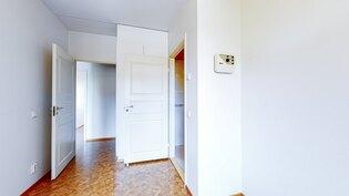Makuuhuone 1, jossa kylpyhuone/saunaosasto ja wc.