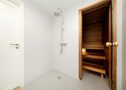 alakerran suihku ja sauna