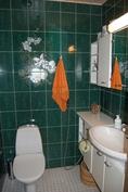 Isompi erillinen wc