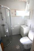 alakerran wc ja suihkutila