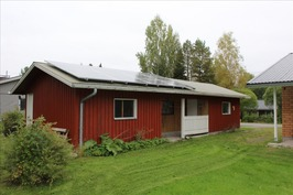 Ulkorakennus ja aurinkopaneelit